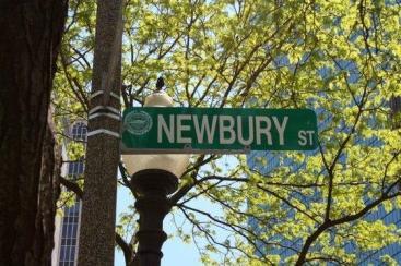 BostonNewburyStreet_SightseeingBoston_URBUSINESSNETWORK